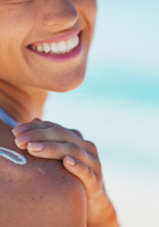 Sunscreen_Applying