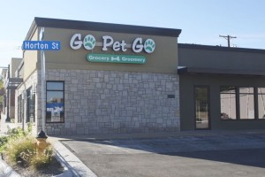 The signs went up Thursday for a new Go Pet Go store on Johnson Drive in Mission.