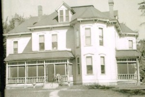 The Roe House as it looked before its demise.