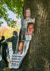TrumP_Signs_Hillary