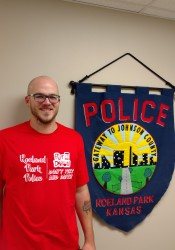 Roeland Park police are handing out free T-shirts with anti-texting message.
