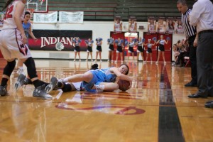 Shawnee Mission East junior Katie Hise dives for a loose ball in a game against SM North. Hise is one of 23 girls, who earned a 4.0 or better during the first semester.